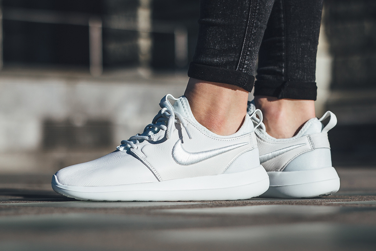cd605102db5c7 Nike WMNS Roshe Two SI