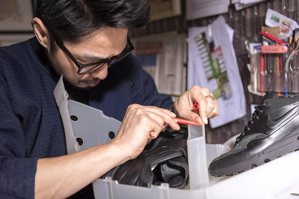 Arthur Huang Designs Plastic Sneaker Box for His NikeLab Air Max 1 Royal
