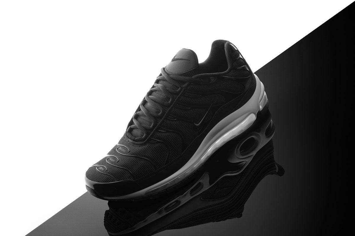 "Nike Air Max 97 Plus ""Black/White"""