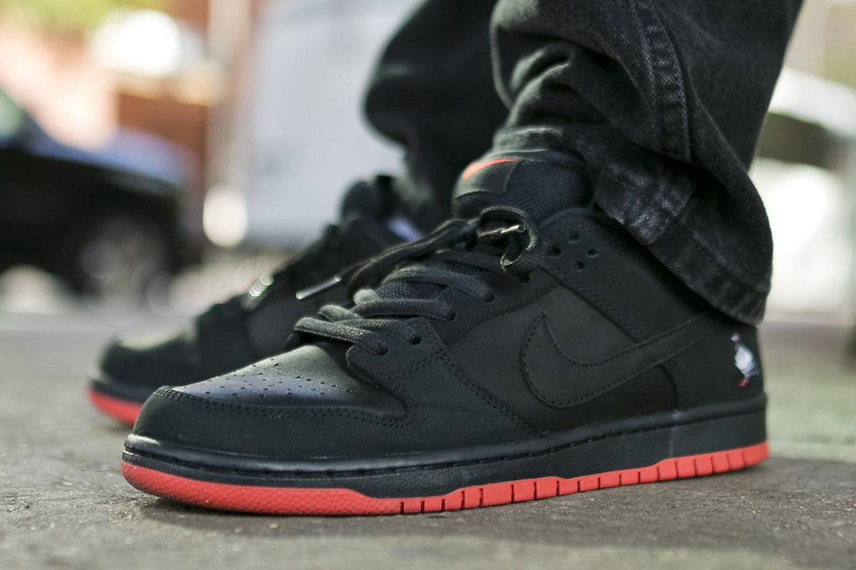 best service f8f3f 7c475 ... discount staple x nike sb dunk low black pigeon dropping with nypd  security f28fe 72617