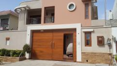 300 Sq Yards 4 Bedrooms Superb Location Bungalow For Sale