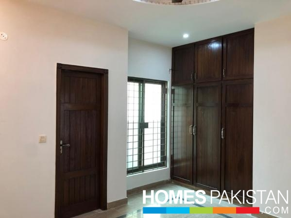 4 Bedrooms Good Location Apartment for Rent