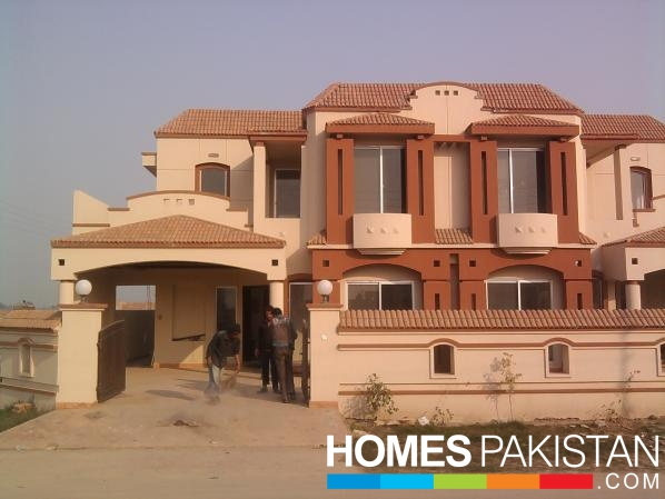 12 Marla 4 Bedrooms Prime Location Brand New House For Rent