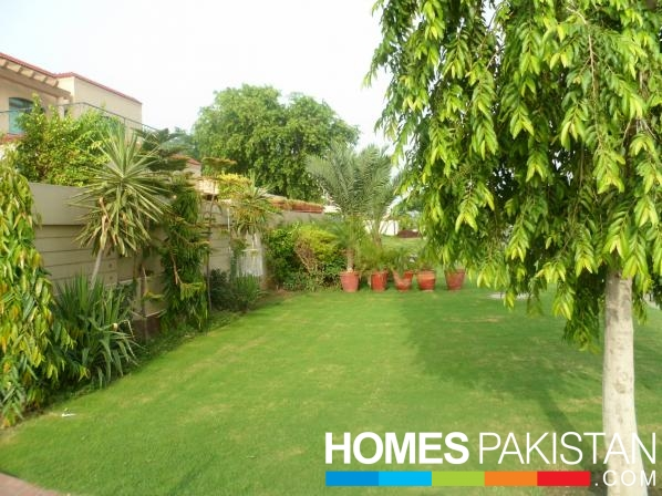 Facing Park 1 Kanal 5 Bedrooms Beautiful Location Brand New Elegant Bungalow For Sale Near Market