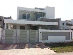 10 Marla 4 Bedrooms Beautiful Old Bungalow For Rent Near Commercial Area