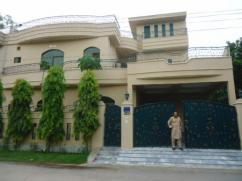 10 Marla 3 Bedroom Brand New House For Sale in Block E