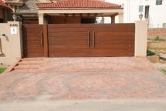 1 Kanal 5 Bedrooms Beautifully Located Double Unit Bungalow For Sale
