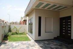 1 Kanal 5 Bedrooms Outclass Location Bungalow For Sale