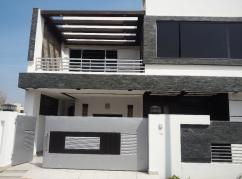 10 Marla 5 Bedrooms Ideally Located House For Sale In AA Block
