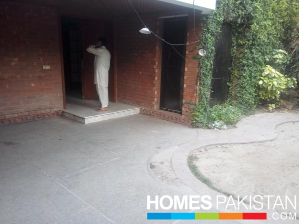 18 Marla Beautiful location Commercial House For Rent