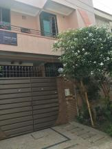 5 Marla 4 Bedrooms Prime Location Park Facing House For Sale