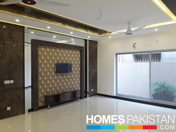 One Kanal Dream Place House For Sale