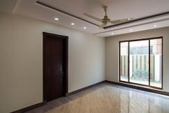 1 Kanal Beautiful Location New Bungalow For Sale