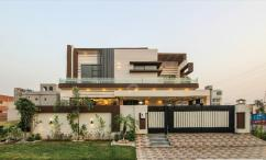 One Kanal Corner Bungalow With 6 Beds For Sale In Valencia town- Lahore.