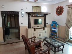 1 KANAL FACING PARK UPPER PORTION FOR RENT IN DHA PHASE I