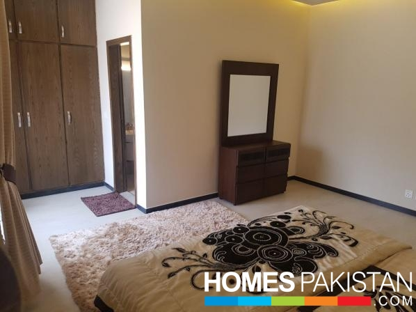 DHA Phase 5 Ideal Location House For Rent