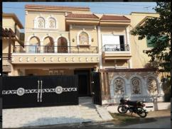 10 Marla Ideal Location Modern Design House For Sale