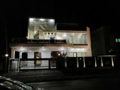 500 Sq. Yards Double Unit 6 Bedrooms Furnished House For Sale