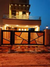10 Marla Modern House in Sector C Bahria Town Lahore