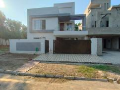 10 Marla Lavish House in SectorD Bahria Town Lahore