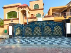 1 Kanal Beautiful  House in Sector D Bahria Town Lahore