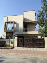 10 Marla Modern House in Sector E Bahria Town Lahore