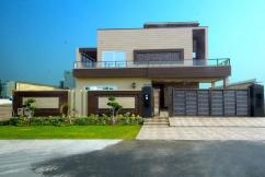 Mazhar Munir Designed a Luxurious  One Kanal Bungalow For Sale