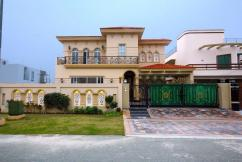 01 Kanal Brand New Luxurious Designer Bungalow For Sale