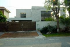 2 Kanal Self-Constructed Well Maintained Bungalow For Sale