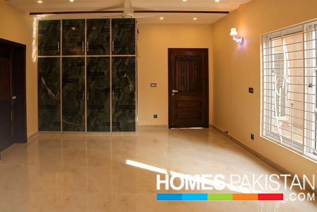 1 Kanal Prime Location House For Sale