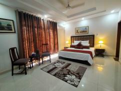Daily Rental basis Gulberg Luxury Rooms/Suites/Flat/Apartment/Hotel Room/Guest House