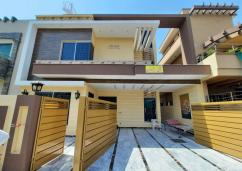 10 Marla House For Sale In Wapda Town, Lahore.