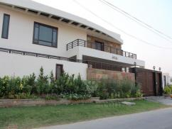 1 Kanal 7 Bedrooms Ideally Located Bungalow For Sale