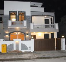 10 Marla 4 Bedrooms Best Location Brand New House For Sale Near Commercial Area and Park