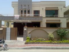 Corner 24 Marla 8 Bedrooms Great Location House For Sale