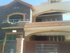 15 Marla 5 Bedrooms Great Location House For Sale