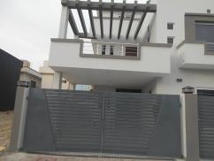 10 Marla 5 Bedrooms Nice Location Double Unit House For Sale