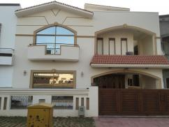 10 Marla 5 Bedrooms Ideal Location House For Sale