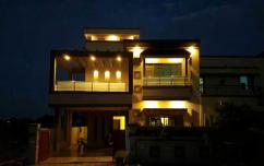 10 Marla 5 Bedrooms Perfect Location House For Sale