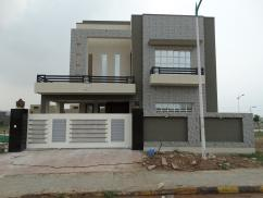 302 Sq Yards 5 Bedrooms Ideal Location House For Sale