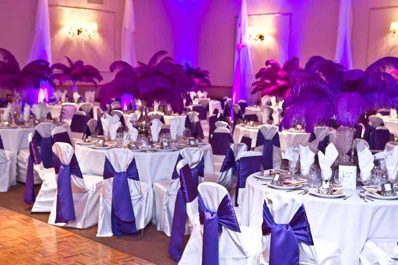 Wall lighting at wedding