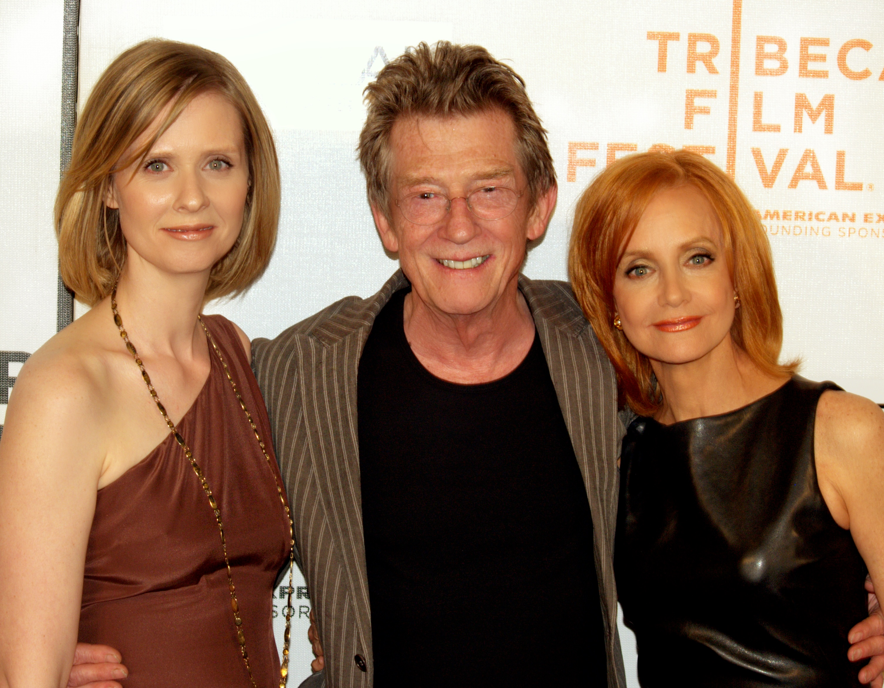 Cynthia Nixon, Hurt and Swoosie Kurtz in 2009.