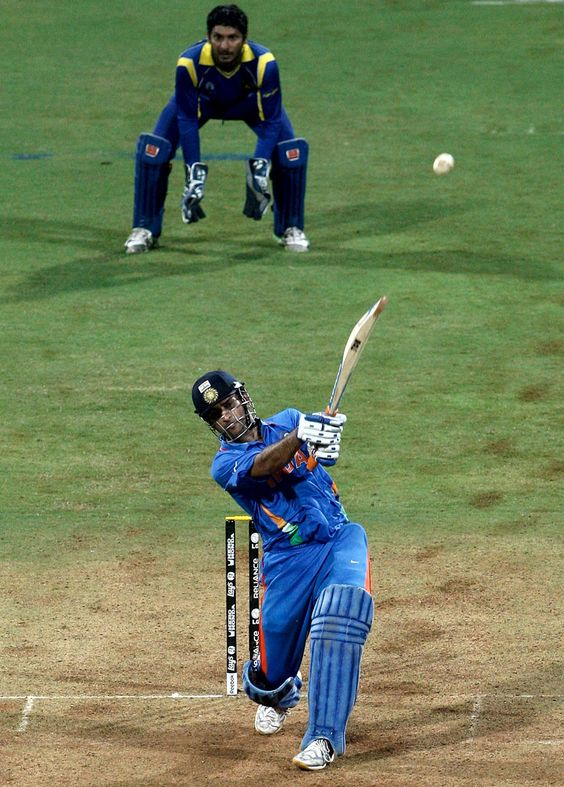 MS Dhoni hitting six over long on In the world cup final 2011