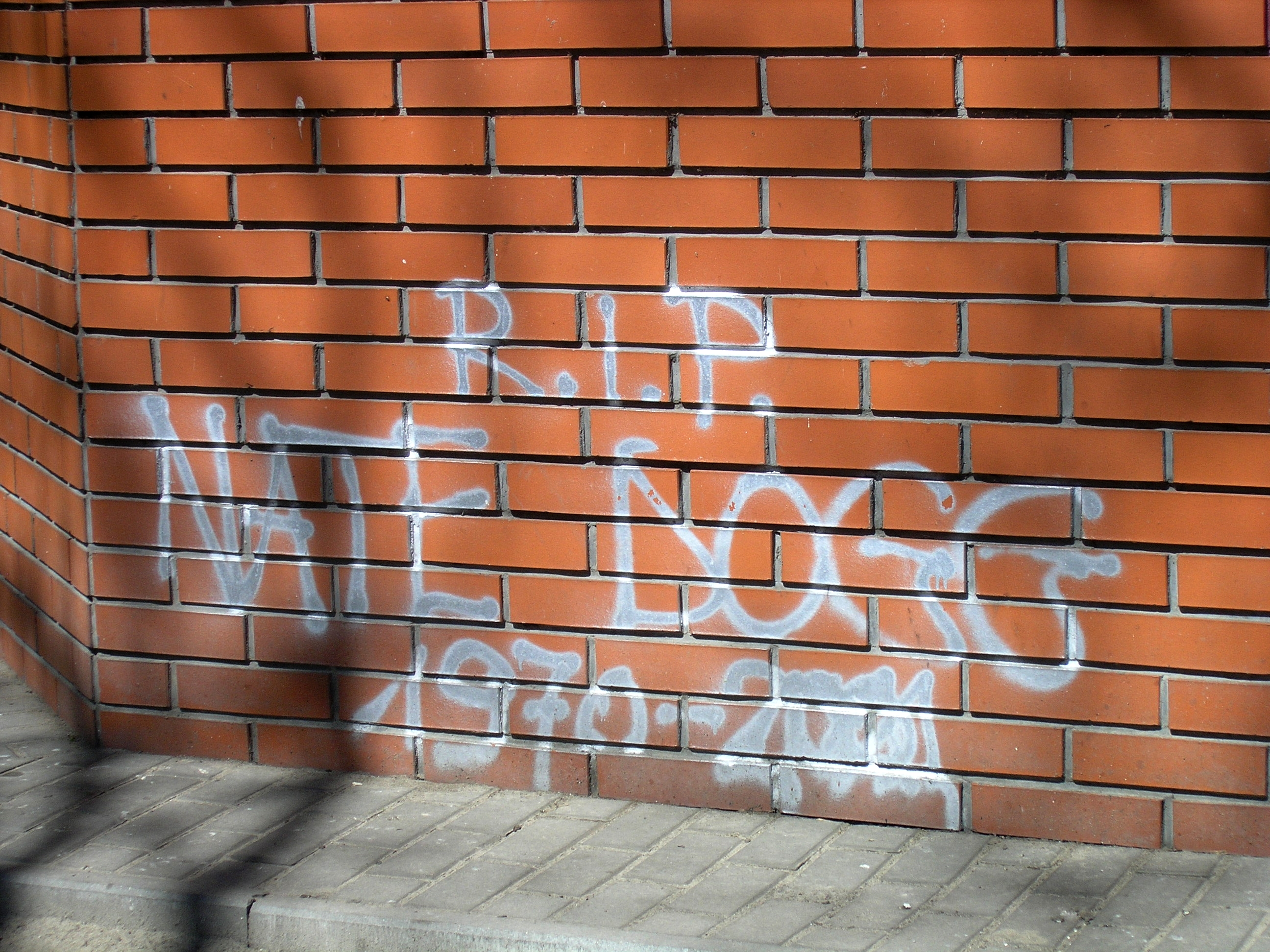 Graffiti devoted to Nate Dogg on Solidarności Avenue in Warsaw (April 2012)