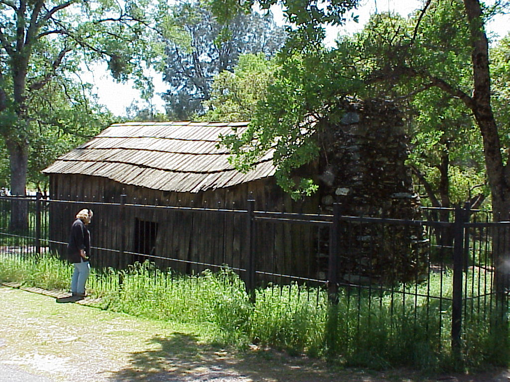 """Cabin where Twain wrote """"Jumping Frog of Calaveras County"""", Jackass Hill, Tuolumne County. Click on historical marker and interior view."""