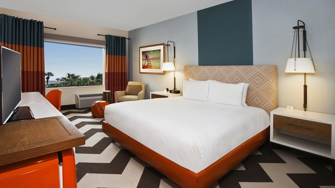 King Junior Suite with Pool View