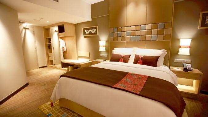 King Guestroom Bed Area