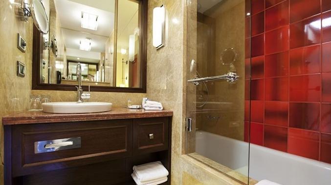 King Bed Bathroom