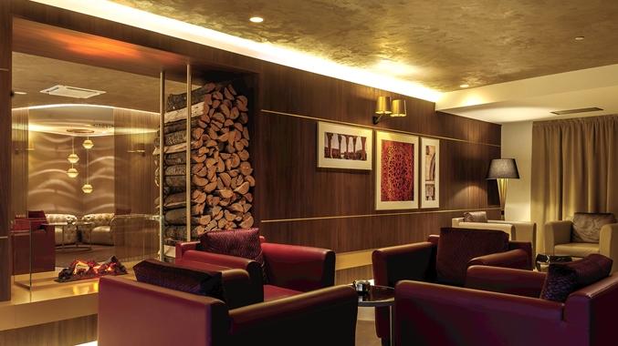 Lobby, Fireplace