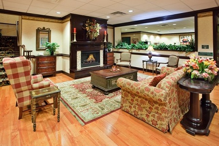 Comfortable Hotel Lobby in Calhoun, GA